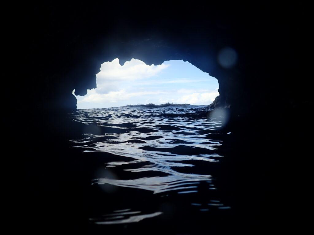 万座毛洞窟